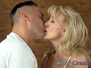 Horny gilf takes cumshot