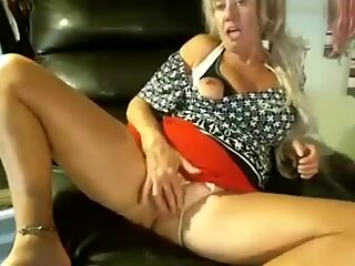 Blond Granny on the Webcam R20