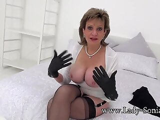British mature Lady Sonia tells us about her gangbang