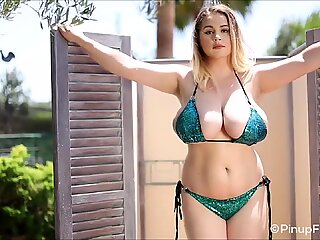 34J Holly Garner gets topless while taking shower outdoor