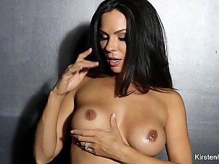 Busty brunette Kirsten Price toys her ass