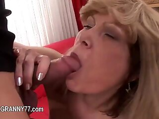 Extremely horny mature fucking hard