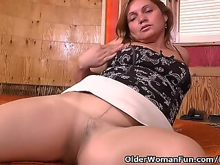 Latina milf Allison works her nyloned poon with fuckfest toys