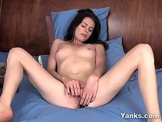 Yanks Brunette Chloe's Clit