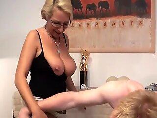 Deutsche cougar wird von Sohn mit XXL-Hengstschwanz anal gefickt