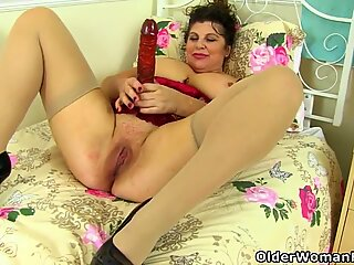 Busty mature BBW Shooting Star dildos her hot cunt